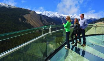 After their interpretive journey along the cliff-edge, visitors will take in the views of Sunwapta Valley at the Glacier Skywalk's grand finale: the glass-floored observation platform.